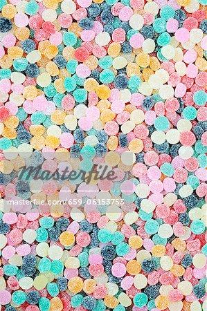 Beaucoup de bonbons moelleuses aux couleurs vives