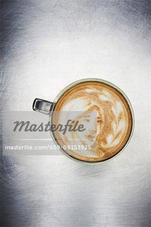 Latte Art ; Image d'une jeune fille