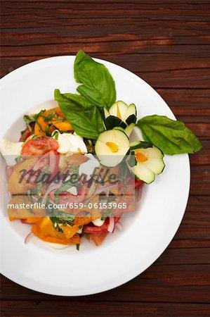 Heirloom salade de tomates à la Mozzarella et basilic