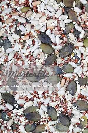 Diverses graines et graines de lin (macro zoom)