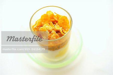 Yaourt aux fruits de la passion et de flocons de maïs