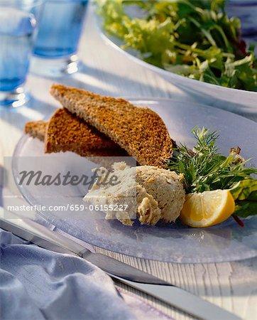 Makrele-Paste mit geröstetem Brot