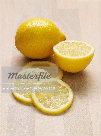Whole lemon, half a lemon and slices of lemon