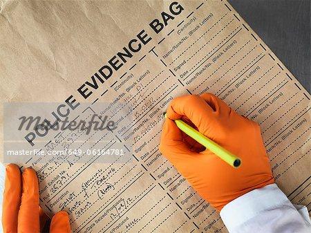 Wissenschaftler Beweise Tasche ausfüllen