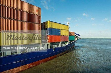 Segeln in den Hafen Containerschiff