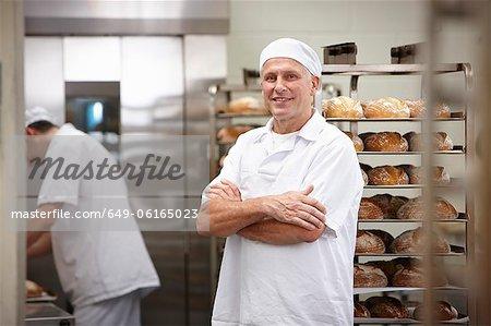 Lächelnd Chef in der Küche stehen
