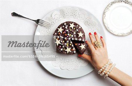 Luxueux main cueillette à une tranche de gâteau