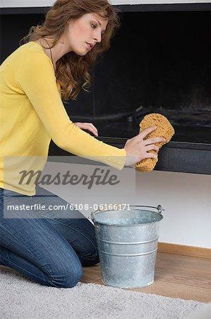 Frau Reinigung Kamin