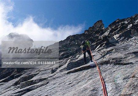 Kletterer Abseilen Felsen Wand, Mount Berge, Cascade Range, Washington, USA