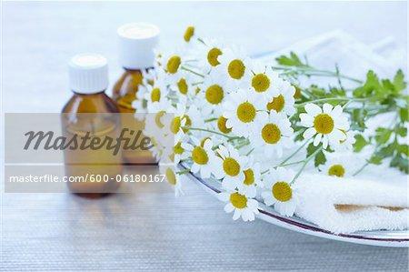Bouteilles d'huile de camomille et de