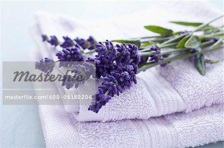 Serviettes et fleurs de lavande