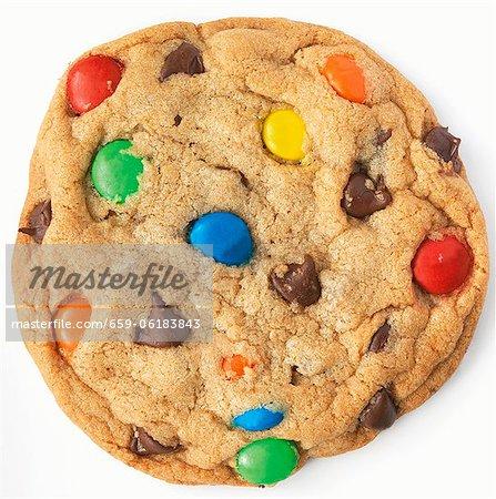 M & M Chocolate Chip Cookie; Weißer Hintergrund