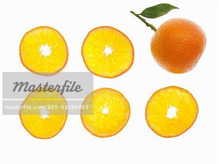 A whole mandarin and mandarin slices