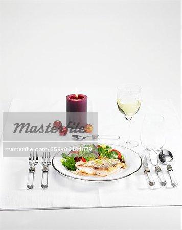 Filets de vivaneau rouge sur une salade d'hiver avec une vinaigrette balsamique