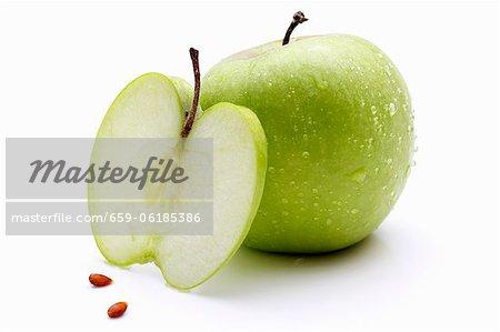Pommes Granny Smith (ensemble, couper en tranches et épépinés)