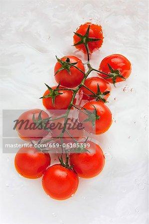 Tomates cerises à l'eau