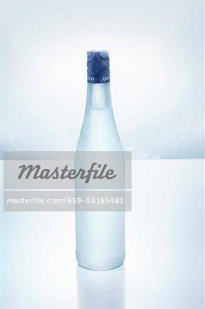 In eisigen Flasche Ouzo