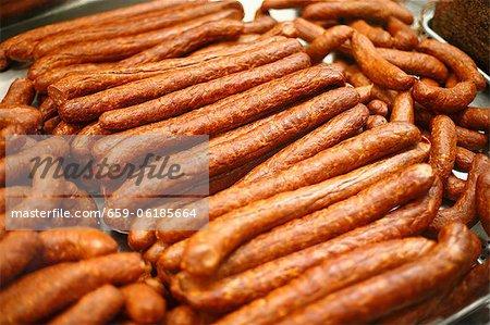 Fumés saucisses hongrois exposée au marché