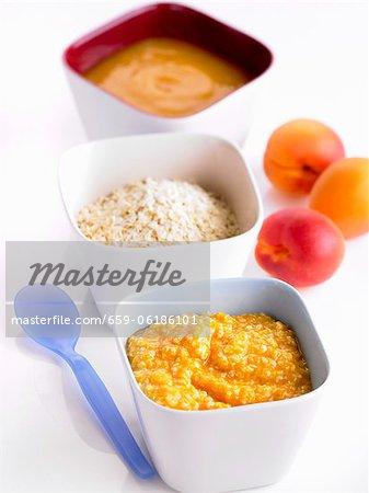 Purée d'abricots et de millet (aliments pour bébés)