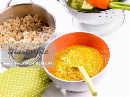 Riz avec brocoli et carottes (aliments pour bébés)