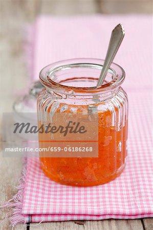 Marmelade d'oranges dans un bocal