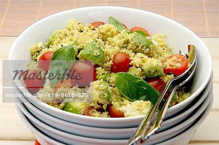 Salade de couscous à l'avocat, tomates et feta