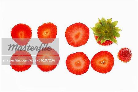 Une rangée de tranches de fraises