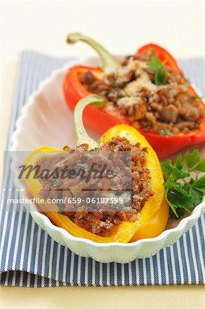 Paprika gefüllt mit Hackfleisch, Pfifferlinge, Champignons und Buchweizen