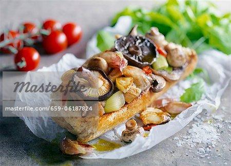 Baguette mit Champignons und Zwiebeln