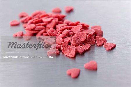Beaucoup de cœurs de sucre rouge