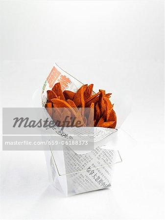 Chips dans une boîte à emporter