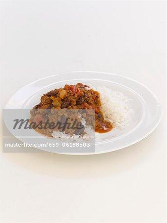 Chili Con Carne servi avec du riz blanc