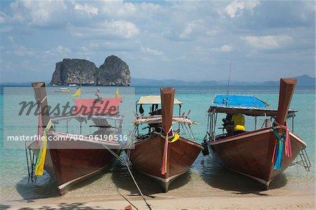 Long-Tail Boat sur la plage, Koh Ngai, Trang, Thaïlande