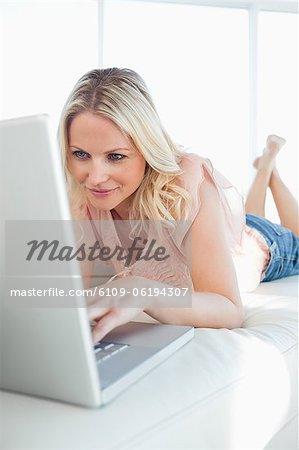 Frau auf einen video-chat