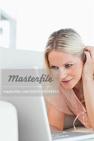 Nahaufnahme einer sexy Frau auf einen video-chat