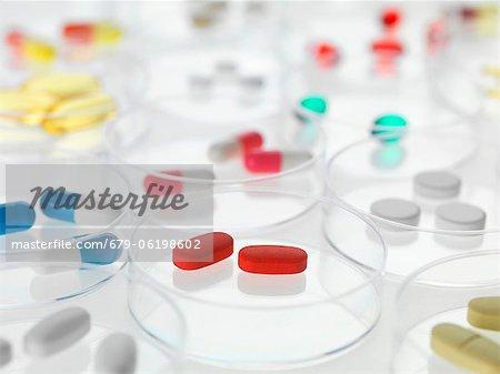 Recherche pharmaceutique, image conceptuelle.