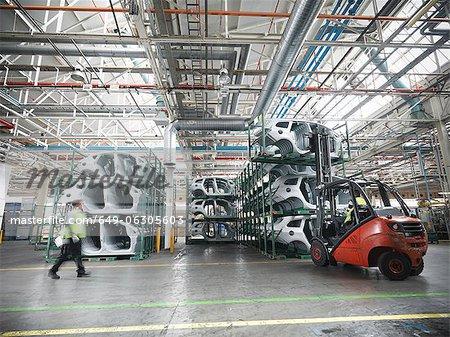 Pièces de voiture dans l'usine de voiture