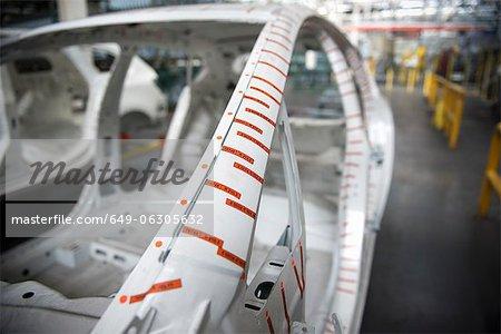 Carrosserie de la voiture de maître sur la ligne de production en usine automobile