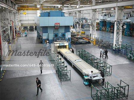Erhöhte Ansicht von PKW-Teilen drücken Sie in der Autofabrik