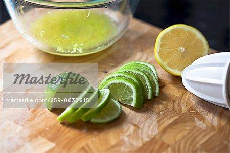 Moitié un tranches de citron et de lime