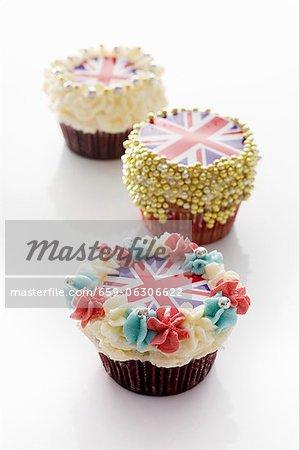 Trois petits gâteaux décorés avec Union Jacks