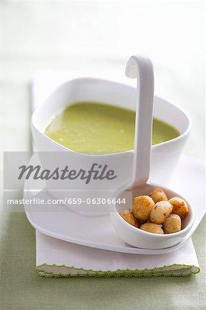 Pea soup with Parmesan balls
