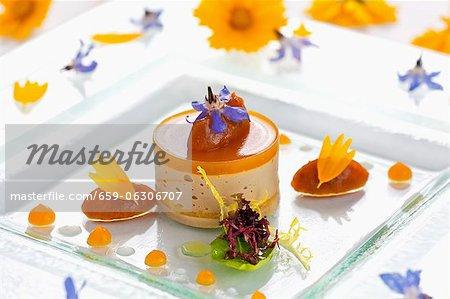 Terrine de foie d'oie aux abricots et aux amandes