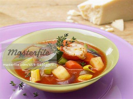 Minestrone mit gratinierten Tomaten