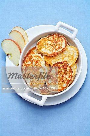 Süße Apfel-Pfannkuchen aus Russland
