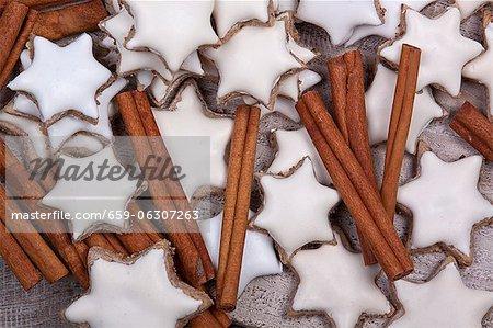 Cinnamon stars and cinnamon sticks (seen from above)