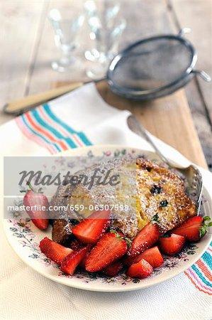 Pain doré panettone avec fraises