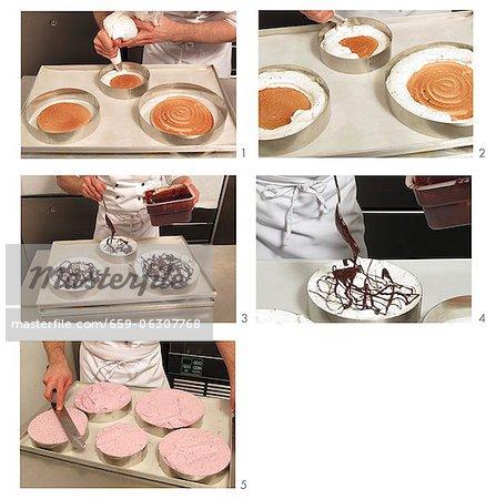 Un gâteau de crème glacée faite avec du chocolat et de framboises crème