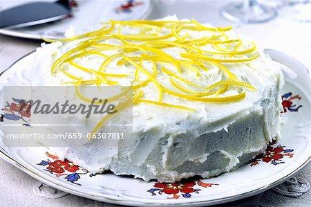 Honey cake with lemon glaze