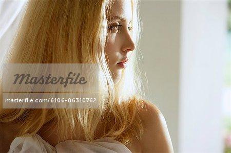 Profil de jeune femme